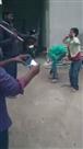 मोबाइल चोरी के शक में बच्चों को मुर्गा बनाकर पीटा