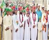 अलीगढ़ में अमन का पैगाम लेकर निकला बारावफात का जुलूस