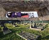 यह यूनिवर्सिटी कब्र में लिटाकर भगा रही रही टेंशन, हिट हो रहा फॉर्मूला, लंबी वेटिंग में लोग