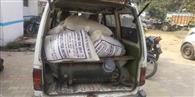 वैन में कालाबाजारी को जा रहा सरकारी चावल पकड़ा