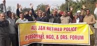 सेवानिवृत पुलिस कर्मियों का प्रदर्शन