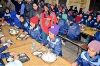 नवोदय विद्यालय में परखी छात्रों के भोजन की गुणवत्ता