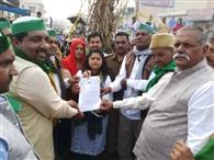 गन्ने का समर्थन मूल्य बढ़ाने की मांग को लेकर किसानों ने लगाया जाम