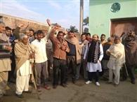 रठुआ में पाकिस्तान के खिलाफ ग्रामीणों ने की नारेबाजी