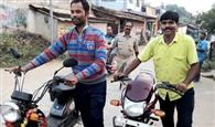 जुआ अड्डे पर पुलिस का छापा, दो वाहन जब्त