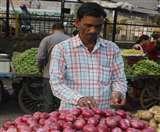 सस्ते प्याज के लिए उमड़ी भीड, काउंटर में बिका 24 कुंतल Dehradun News
