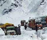 Jammu Kashmir weather update: कश्मीर में छठे दिन भी नहीं उड़े हवाई जहाज, बर्फबारी के बाद श्रीनगर-लद्दाख, पुंछ-श्रीनगर हाइवे बंद