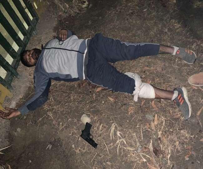 गोली लगने से घायल बदमाशों को पुलिस ने दौड़ाकर दबोच लिया