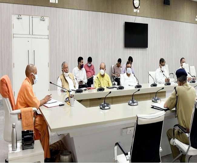 मुख्यमंत्री योगी आदित्यनाथ ने सोमवार को अपनी कोर टीम(टीम-11) के साथ समीक्षा बैठक की।