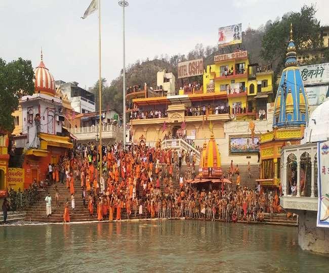 कुंभ का पहला शाही स्नान आज, जानें- समय और कौन सा अखाड़ा सबसे पहले करेगा स्नान।