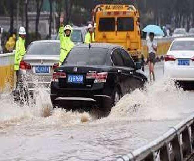 चीन में भारी बारिश के चलते कम से कम 5 लाख से ज्यादा लोग हुए प्रभावित