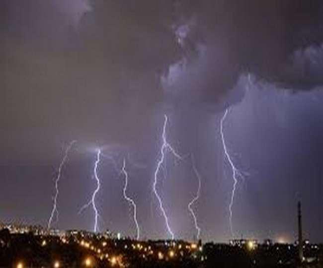 दिल्ली-एनसीआर में अगले दो घंटे में तेज हवाओं के साथ बारिश होेने की उम्मीद है।