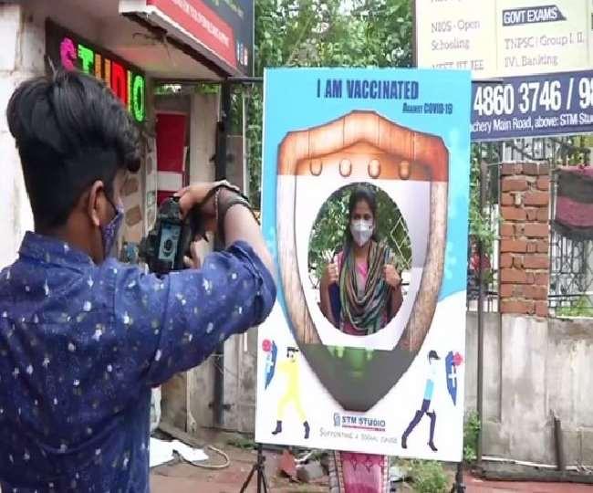 टीकाकरण को देशभर में मिल रहा बढ़ावा, अब चेन्नई स्टूडियो वैक्सीनेट लोगों की फ्री में खींच रहा फोटो