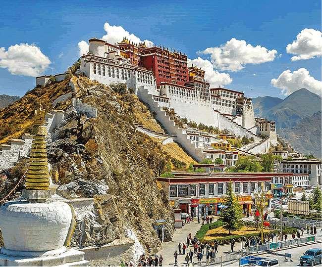 विश्व विरासत स्थलों में शामिल तिब्बत के ल्हासा स्थित पोटाला पैलेस। इंटरनेट मीडिया।