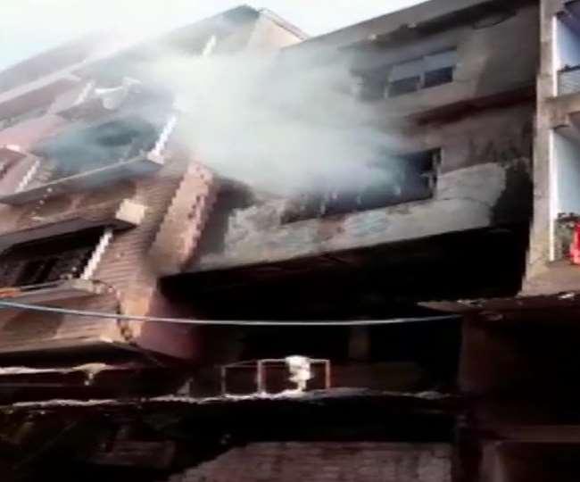 Delhi Fire News: इंद्रलोक में बहुमंजिला प्लास्टिक फैक्टरी में लगी आग