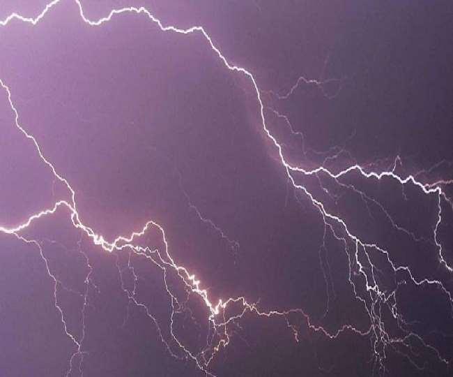 पाकिस्तान में भारी बारिश का कहर, तीन घरों में गिरी बिजली; 14 लोगों की गई जान