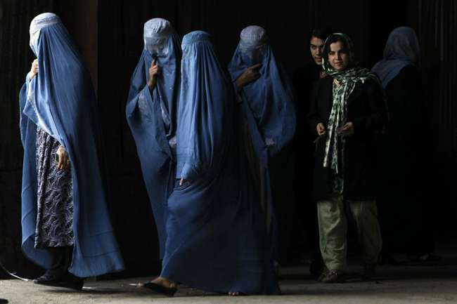 तालिबान के समर्थन में कुछ महिलाओं ने निकाली रैली, आतंकी संगठन के फरमान को ठहराया सही