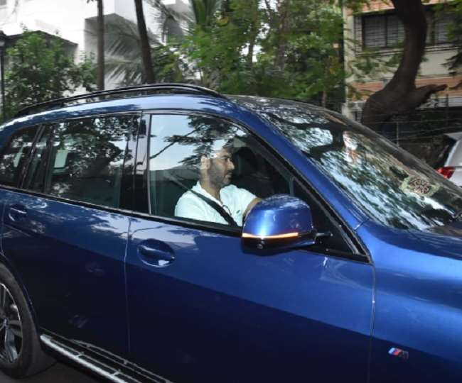 Ajay Devgn flaunts his new luxury car That he purchased in February this  year, Know Price and other details of this car
