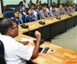 दैनिक जागरण बाल संवादः बच्चों से बोले डीएम- जिंदगी में अंक से ज्यादा कोशिश रखती है मायने Patna News