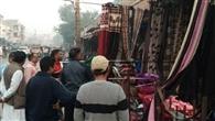 सुबह लोगों ने अपनाई गांधीगीरी, दुकानदार नहीं माने तो दोपहर बाद नप ने सामान किया जब्त