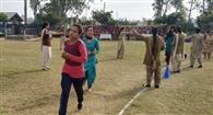 स्पेशल पुलिस ऑफिसर बनने के लिए लड़कियों ने लगाई दौड़