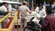 मेला में पुलिस की मनमर्जी से अधिकारी, कर्मचारी रहे परेशान, श्रद्धालु से हुई बहस