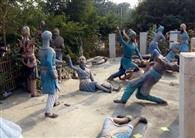 पार्क में लगी मूर्तियां व फर्श टूटे, फ्लड लाइटें भी खराब