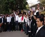 Delhi Police vs Lawyers: पुलिसकर्मियों की गिरफ्तारी पर अड़े वकीलों ने फिर शुरू की हड़ताल