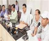 अलीगढ़ के डीएम बोले तहसीलों का बुरा हाल, सुधार नहीं तो गिरेगी गाज Aligarh news