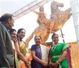 वाराणसी में झांसी की रानी लक्ष्मीबाई की प्रतिमा का राज्यपाल आनंदी बेन पटेल ने किया अनावरण
