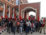 जगजीत इंडस्ट्री हमीरा के कर्मचारियों ने किया प्रदर्शन