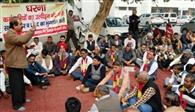 कर्मचारियों का उत्पीड़न और शोषण बंद करे विवि प्रशासन : कक्कड़