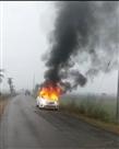चलती कार में लगी आग