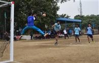 हैंडबाल प्रतियोगिता में खिलाड़ियों ने किया शानदार प्रदर्शन