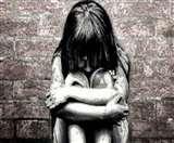मुंह काला कर घुमाने से तनाव में आई बच्ची स्कूल के नाम से भी जाती है डर, चेहरे पर हुई एलर्जी