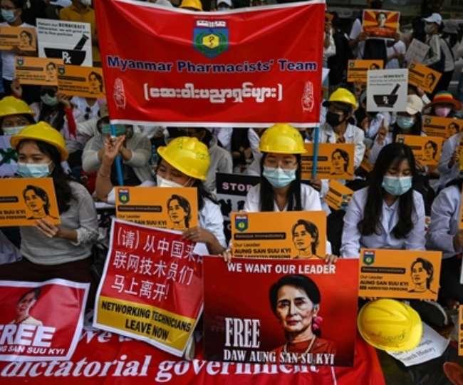 म्यांमार में सैन्य तख्तापलट के खिलाफ शनिवार को भारी विरोध प्रदर्शन हुआ।