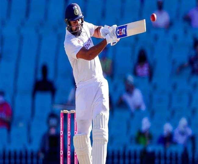 भारतीय ओपनर बल्लेबाज रोहित शर्मा शॉट लगाते हुए (एपी फोटो)