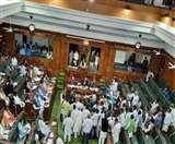बिहारः मंत्री रामसूरत के इस्तीफे की मांग को लेकर विधानसभा में हंगामा, कुर्सियां तक पलटीं