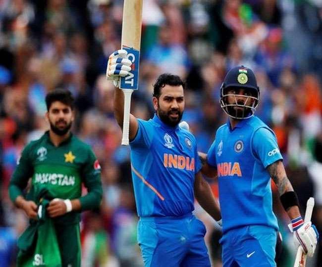 भारतीय बल्लेबाज रोहित शर्मा शतक बनाने के बाद (फाइल फोटो)