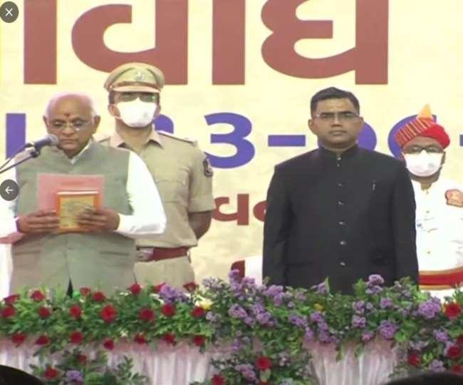 केंद्रीय गृह मंत्री अमित शाह अहमदाबाद एयरपोर्ट पहुंचे