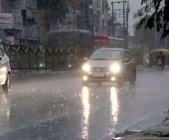 दिल्ली एनसीआर सहित कई इलाकों में हो रही बारिश (फोटो एजेंसी)