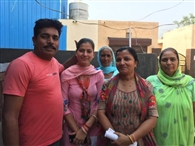 घर के साथ-साथ चुनाव प्रचार की कमान बूखबी संभाल रही महिलाएं