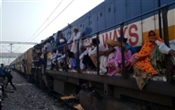 मथुरा-जयपुर पैसेंजर पर गोवर्धन में यात्रियों का हंगामा