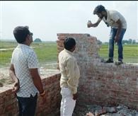 घटिया निर्माण सामग्री से बनी दीवार को गिरवाया