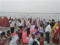 शरद पूíणमा पर लगाई गंगा में डुबकी