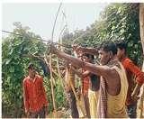 खुद को एकलव्य का वंशज बताते हैं पंडो आदिवासी, बिना अंगूठे लगाते हैं तीर से सटीक निशाना