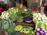 महंगाई डायन ने दिखाया अपना सुरसा रूप, गरीब की थाली से सब्जी ने तोड़ा नाता, सेब से भी महंगा हुआ टमाटर