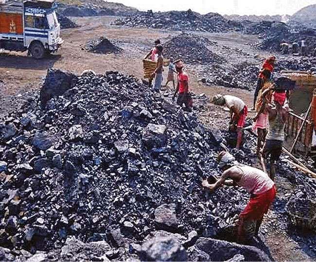 इन दिनों देश में कोयले से राजनीति को भी ऊर्जा देने की हो रही कोशिश। फाइल
