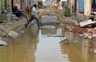 सड़क पर सीवेज का पानी बना परेशानी