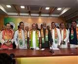 एमएलसी उमेश द्विवेदी और शिक्षक महासभा के अजय सिंह अपने साथियों के साथ भाजपा में शामिल
